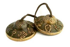 Campanillas y tingshas para meditación